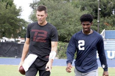 Buccaneers' Tom Brady works out with son of Hall of Famer Deion Sanders