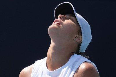 Naomi Osaka, Novak Djokovic advance amid upset-filled Olympic tennis tourney