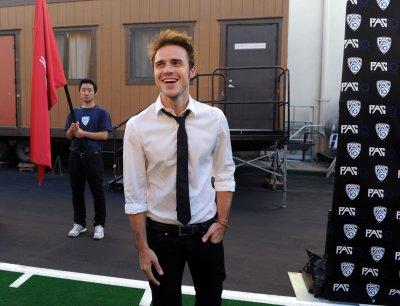 'American Idol' winner Kris Allen breaks wrist in car crash