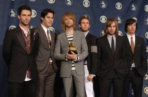 Beiber, Maroon 5 to perform at AMAs