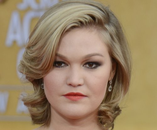Julia Stiles engaged to 'Revenant' crew member