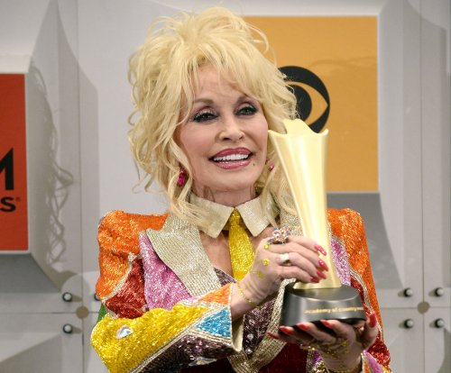 Dolly Parton, Carl Dean renew vows on 50th anniversary