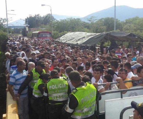 35,000 Venezuelans cross into Colombia to buy food, medicine