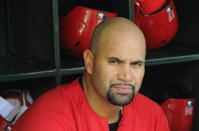 Angels' Albert Pujols gets acrobatic out at first base with blind, falling throw