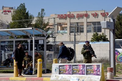 6 Israeli soldiers stole military items for smuggling ring, officials say
