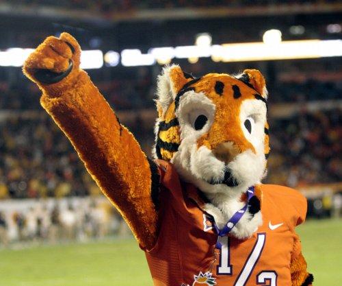 Clemson football: Tigers trounce Miami Hurricanes 58-0