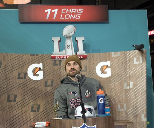 Philadelphia Eagles sign Chris Long to one-year pact