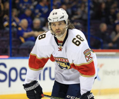 Jaromir Jagr keeping options open