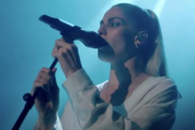 London Grammar performs 'How Does It Feel' on 'Late Late Show'
