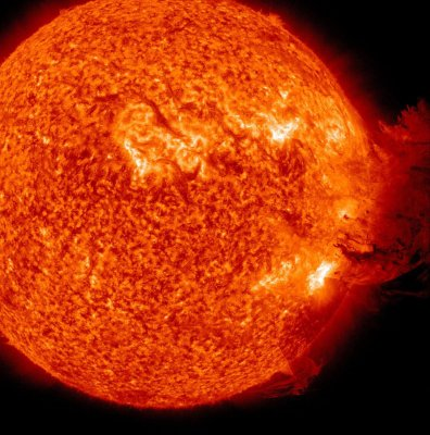 Solar blast heads toward Earth