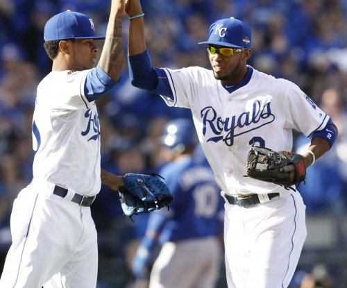 Kansas City Royals rally past Toronto Blue Jays for 2-0 lead