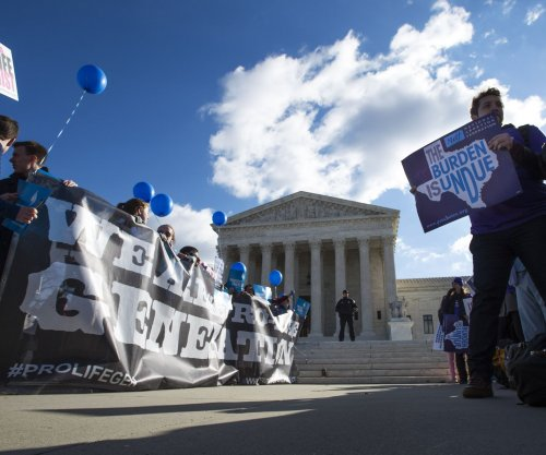 Judge temporarily blocks Texas abortion law