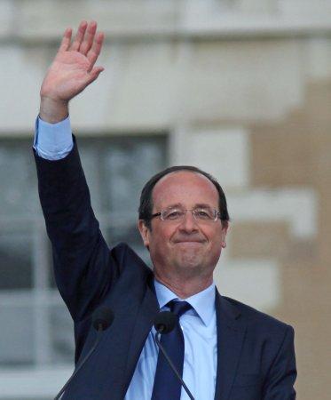 Hollande begins visit to Algeria