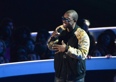 Kanye West complained to Jay Pharoah about MTV VMAs jokes