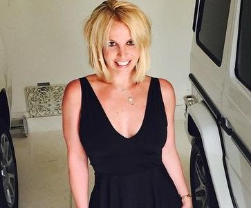 Britney Spears debuts short haircut with bangs