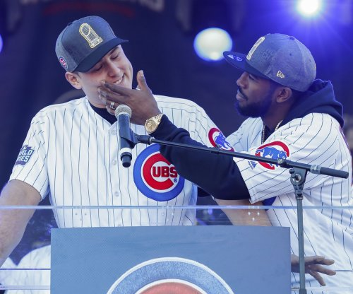 Two Chicago Cubs win Gold Gloves