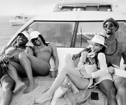 Dwyane Wade, Chris Bosh have weekend boat trip in Miami