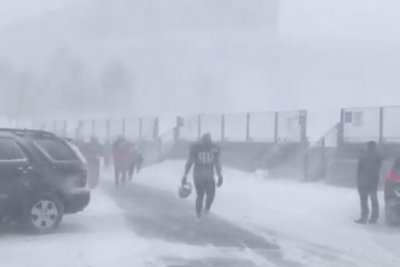 New England Patriots practice in blizzard during bye week