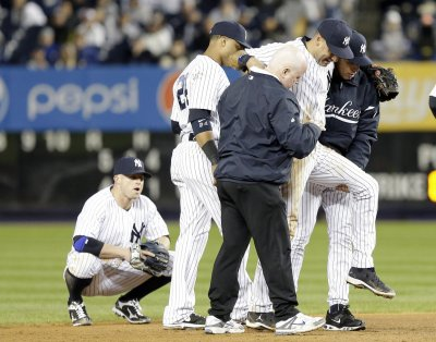 Jeter breaks ankle, out for playoffs