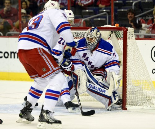 Lundqvist helps New York Rangers take Game 1