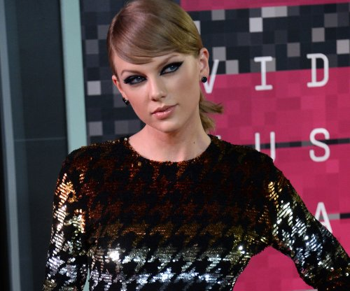 Taylor Swift shares throwback Halloween costume photo