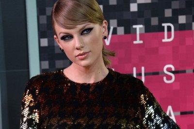 Taylor Swift shares throwback Halloween costume photo