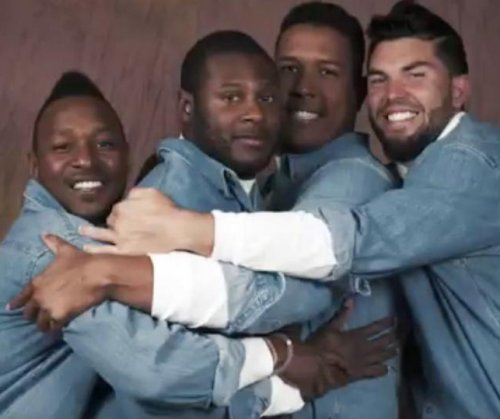Kansas City Royals pose in awkward family photo