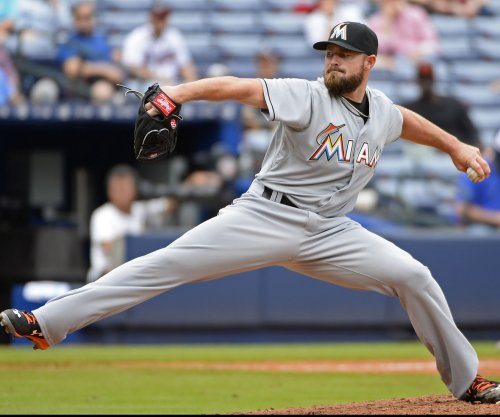 Colorado Rockies sign LHP Mike Dunn to three-year deal