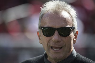 Joe Montana invests in company that sells cannabis online