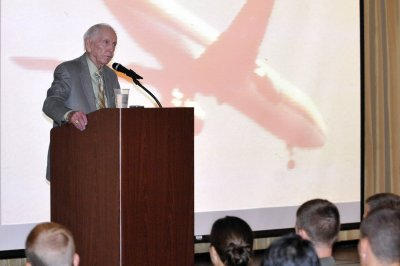 United pilot who made 'impossible' landing in 1989 dies at 87