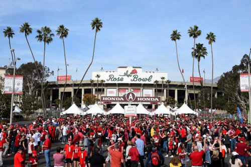 CFP's Rose Bowl, Fiesta Bowl to take place without fans due to COVID-19