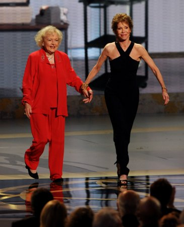 Mary Tyler Moore is nearly blind, Betty White says