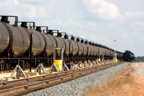 U.S. oil-by-rail overshadows Canada's