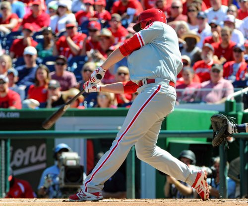 Philadelphia Phillies edge Boston Red Sox