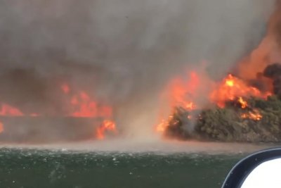 Firenado turns into waterspout in the Colorado River
