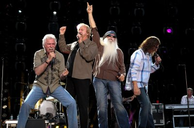 Oak Ridge Boys to release first live country album