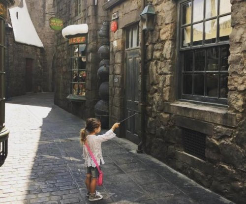 Kourtney Kardashian, Scott Disick bring kids to Universal's Harry Potter attraction