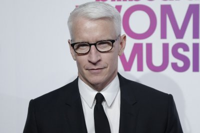 Anderson Cooper posts throwback photo on 50th birthday