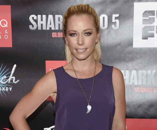 Kendra Wilkinson asks for dating and sex advice after split