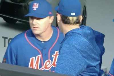 Mets' Jay Bruce runs into dugout before third out of inning