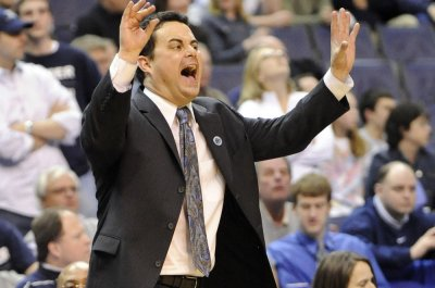Arizona president on Sean Miller to Ohio State rumors: 'Over my dead body'