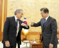 S. Korea president meets with parting U.S. envoy amid N. Korea uncertainty