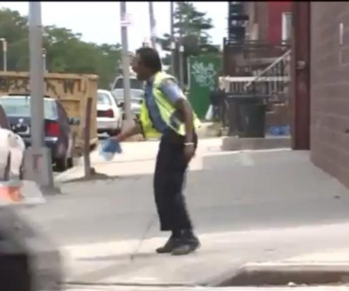 New York's dancing crossing guard boogies through the heat