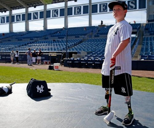 New York Yankees sign boy without hands, lower legs to one-day contract