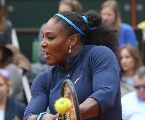 Serena Williams, Novak Djokovic manage Wimbledon pressure