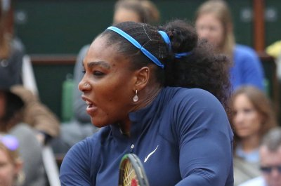 Serena Williams, Novak Djokovic manage Wimbledon pressure