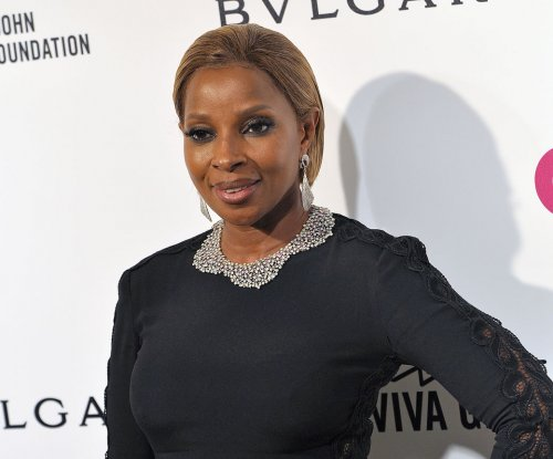 Mary J. Blige sings to Hillary Clinton in preview clip of 'The 411'