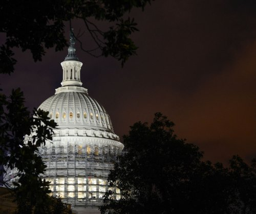 Focus turns to control of Congress as Clinton's lead widens