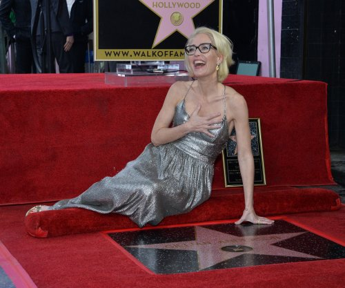 'X-Files' star Gillian Anderson receives star on Hollywood Walk of Fame