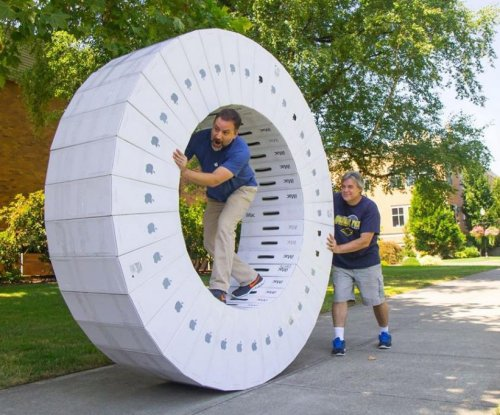 Video shows 'iWheel' made from iMac boxes in action